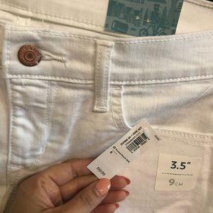 Old Navy Shorts - NEW White denim shorts. Old navy size 6.